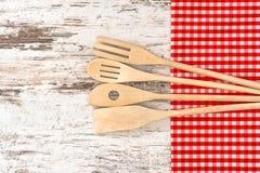 Ξύλινα εργαλεία κουζινών Εργαλεία για την προετοιμασία τροφίμων Στοκ Εικόνες