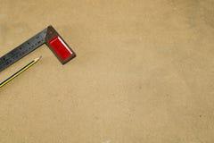 Ξύλινα εργαλεία με MDF το ξύλινο υπόβαθρο Στοκ φωτογραφία με δικαίωμα ελεύθερης χρήσης