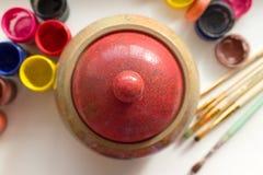 ξύλινα ζάχαρη και βάζα κάλυψης με ένα χρώμα Στοκ Φωτογραφία