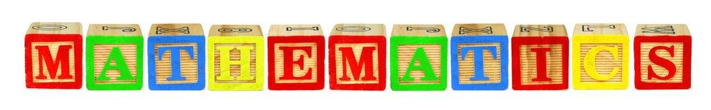 Ξύλινα κεφαλαία γράμματα που συλλαβίζουν τα ΜΑΘΗΜΑΤΙΚΑ πέρα από το λευκό στοκ εικόνα με δικαίωμα ελεύθερης χρήσης