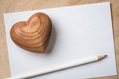 Ξύλινα μολύβι και έγγραφο αρσενικών ελαφιών Στοκ Εικόνες