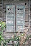 Ξύλινα παραθυρόφυλλα στοκ φωτογραφία με δικαίωμα ελεύθερης χρήσης