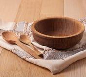 Ξύλινα πιάτο και κουτάλια Στοκ εικόνες με δικαίωμα ελεύθερης χρήσης