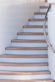 Ξύλινα σκαλοπάτια επάνω στο sundeck του γιοτ πολυτέλειας Στοκ Εικόνες