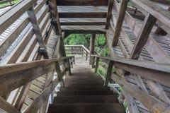 Ξύλινα σκαλοπάτια στον ξύλινο πύργο, Chanthaburi Στοκ Εικόνες
