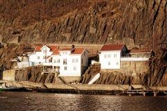 Ξύλινα σπίτια στους βράχους, Νορβηγία Στοκ Εικόνες