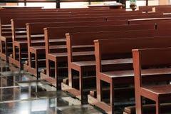 Ξύλινα pews εκκλησιών στην εκκλησία Στοκ Εικόνα