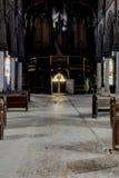 Ξύλινα Pews & όργανο με τα λεκιασμένα παράθυρα γυαλιού - εγκαταλειμμένη εκκλησία - Νέα Υόρκη Στοκ Εικόνα