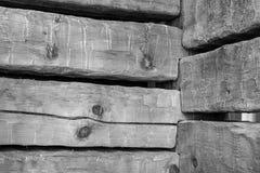 Ξύλινες ακτίνες με τις χαραγμένες ενώσεις Στοκ Φωτογραφία
