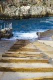 Ξύλινες ακτίνες που διαμορφώνουν μια σχάρα καθελκύσεως βαρκών Στοκ Φωτογραφίες