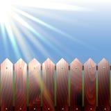ξύλινες ακτίνες φρακτών και του ήλιου Ο ήλιος φωτίζει το φ απεικόνιση αποθεμάτων