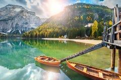 Ξύλινες βάρκες στην αλπική λίμνη, δολομίτες, Ιταλία, Ευρώπη Στοκ Εικόνα