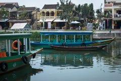 Ξύλινες βάρκες στον ποταμό στην πόλη Hoian στο Βιετνάμ Στοκ Εικόνες
