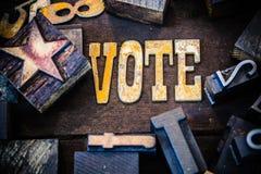 Ξύλινες και οξυδωμένες επιστολές μετάλλων έννοιας ψηφοφορίας Στοκ φωτογραφία με δικαίωμα ελεύθερης χρήσης