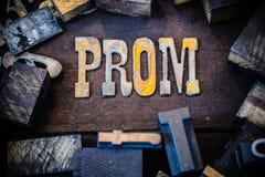 Ξύλινες και οξυδωμένες επιστολές μετάλλων έννοιας Prom στοκ φωτογραφία με δικαίωμα ελεύθερης χρήσης