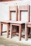Ξύλινες καρέκλες στον κήπο Στοκ Φωτογραφία