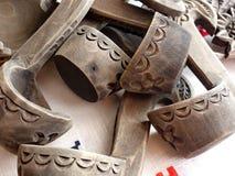 Ξύλινες μικρές κουτάλες από Bratina Τραπεζομάντιλο λινού Κουτάλα - ένα σκάφος για την κατανάλωση Λαϊκή τέχνη Ρωσία closeup Στοκ εικόνα με δικαίωμα ελεύθερης χρήσης