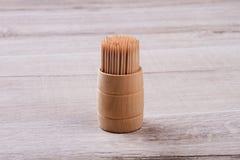 Ξύλινες οδοντογλυφίδες στο κιβώτιο Στοκ φωτογραφία με δικαίωμα ελεύθερης χρήσης