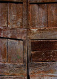 Ξύλινες πόρτες με το ηλικίας σιτάρι και το πλούσιο χρώμα Στοκ Εικόνες