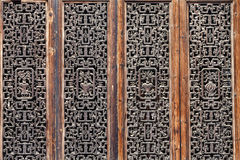 Ξύλινες χαράζοντας πόρτες Στοκ Εικόνες