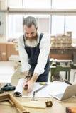 Ξύλινη έννοια εργαστηρίων βιοτεχνίας βιοτεχνών ξυλουργών Στοκ φωτογραφία με δικαίωμα ελεύθερης χρήσης
