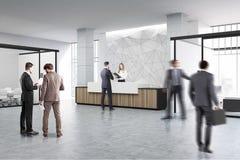 Ξύλινη αίθουσα υποδοχής και συνεδριάσεων, άνθρωποι Στοκ εικόνες με δικαίωμα ελεύθερης χρήσης