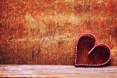 Ξύλινη αγάπη μορφής καρδιών υποβάθρου Στοκ φωτογραφία με δικαίωμα ελεύθερης χρήσης