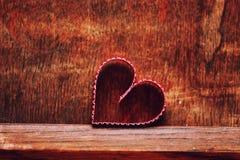 Ξύλινη αγάπη μορφής καρδιών υποβάθρου Στοκ εικόνες με δικαίωμα ελεύθερης χρήσης