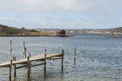 Ξύλινη αποβάθρα σε Tanumsstrand Σουηδία Στοκ Εικόνα