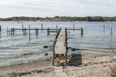 Ξύλινη αποβάθρα στην άνοιξη Στοκ εικόνες με δικαίωμα ελεύθερης χρήσης