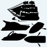 Ξύλινη βάρκα με τα κουπιά, το πλέοντας σκάφος και το γιοτ πολυτέλειας Στοκ φωτογραφία με δικαίωμα ελεύθερης χρήσης