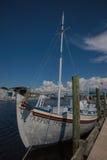 Ξύλινη βάρκα που δένεται στο Tarpon Springs, Φλώριδα Στοκ Φωτογραφία