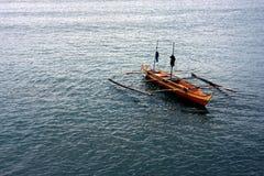 Ξύλινη βάρκα στον ωκεανό Στοκ φωτογραφία με δικαίωμα ελεύθερης χρήσης