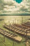Ξύλινη βάρκα στο μόνο εκλεκτής ποιότητας τόνο λιμνών Στοκ Φωτογραφία