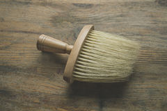 Ξύλινη βούρτσα στο υπόβαθρο του ξύλου Στοκ εικόνες με δικαίωμα ελεύθερης χρήσης