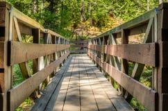 Ξύλινη γέφυρα για πεζούς Στοκ εικόνα με δικαίωμα ελεύθερης χρήσης