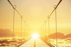 Ξύλινη γέφυρα στα σύννεφα που πηγαίνουν στο ηλιοβασίλεμα Στοκ Εικόνες