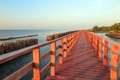 Ξύλινη γέφυρα στη θάλασσα στοκ φωτογραφία με δικαίωμα ελεύθερης χρήσης
