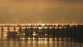 Ξύλινη γέφυρα Sangkhlaburi στην επαρχία Kanjanaburi, Ταϊλάνδη, ημέρα πρωινού Στοκ φωτογραφία με δικαίωμα ελεύθερης χρήσης