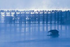 Ξύλινη γέφυρα Sangkhlaburi στην επαρχία Kanjanaburi, Ταϊλάνδη, ημέρα πρωινού Στοκ Εικόνα