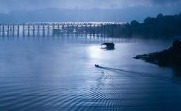 Ξύλινη γέφυρα Sangkhlaburi στην επαρχία Kanjanaburi, Ταϊλάνδη, ημέρα πρωινού Στοκ Εικόνες