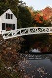 Ξύλινη γέφυρα Somesville με τις αντανακλάσεις στο νερό Στοκ φωτογραφίες με δικαίωμα ελεύθερης χρήσης