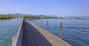Ξύλινη για τους πεζούς γέφυρα σε Rapperswil Στοκ Φωτογραφία