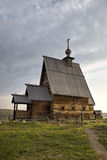 Ξύλινη εκκλησία της αναζοωγόνησης (Voskresenskaya) (1699) στο βουνό Levitan Ples Στοκ Φωτογραφίες