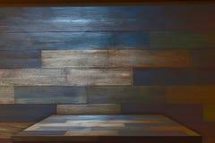 Ξύλινη επιτραπέζια κορυφή με το υπόβαθρο Στοκ φωτογραφία με δικαίωμα ελεύθερης χρήσης