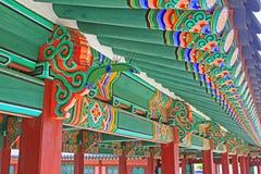 Ξύλινη ζωγραφική ακτίνων στεγών της Κορέας στοκ φωτογραφία