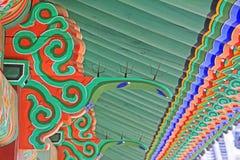 Ξύλινη ζωγραφική ακτίνων στεγών της Κορέας στοκ εικόνα