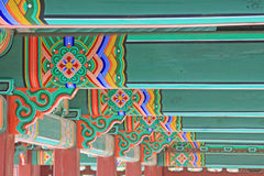 Ξύλινη ζωγραφική ακτίνων στεγών της Κορέας Στοκ Φωτογραφίες