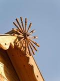 Ξύλινη διακόσμηση μιας στέγης του σπιτιού Στοκ Εικόνα