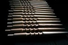 Ξύλινη διακόσμηση τεμαχίων για τη διακόσμηση shisha σε ένα ξύλινο υπόβαθρο Στοκ εικόνα με δικαίωμα ελεύθερης χρήσης